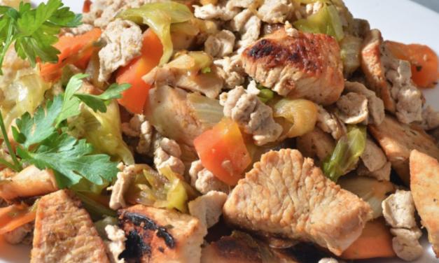 Gebratenes Gemüse mit Hähnchenbrustwürfeln und Mini Paleo Nudeln (glutenfrei, milchfrei, light Paleo)