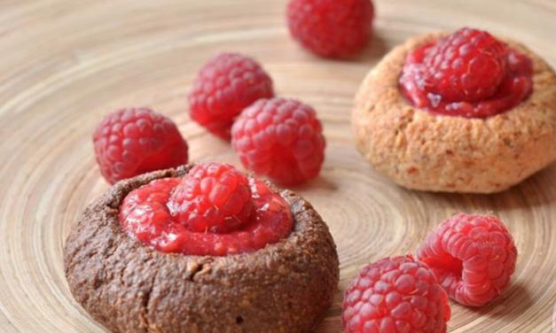 Kekse mit Himbeercreme (eifrei, glutenfrei, kohlenhydratreduziert, milchfrei, ohne Zuckerzusatz, sojafrei, vegan, Paleo)