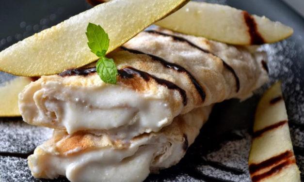 Haferflocken-Palatschinken mit Birnen-Haselnuss-Topfencreme  (eifrei, können auch gluten- und milchfrei zubereitet werden)