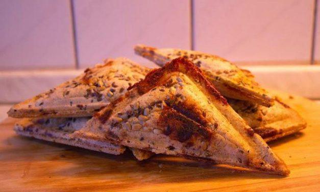 Französischer Toast aus Hafermehl / Dreieck-Sandwich aus Haferflocken (kann auch glutenfrei zubereitet werden, ohne Zuckerzusatz)