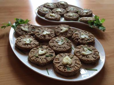 Knusprige Haferflocken-Schnittlauch-Kekse (glutenfrei, kohlenhydratreduziert, milchfrei)