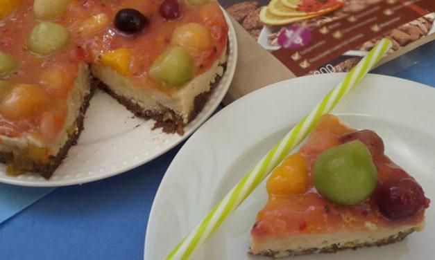 Falsche Topfentorte mit Früchten ohne Backen  (eifrei, glutenfrei, milchfrei, sojafrei, vegan)
