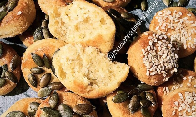Kürbiskern-Sesam-Pogatschen mit Fetakäse (glutenfrei, hefefrei, milchfrei, sojafrei)