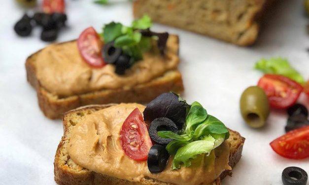 Veganes Süßkartoffel-Brot mit einem Bohnenaufstrich (Frei von Gluten, Milch, Eiern und Soja)